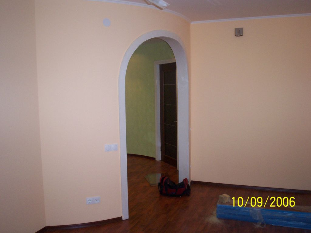 Балкон отделан пробковым покрытием